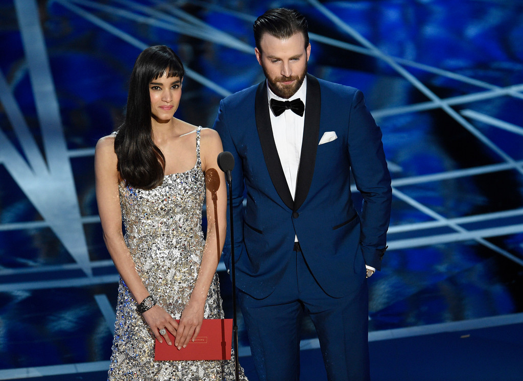. Sofia Boutella, left, and Chris Evans present the award for best sound editing at the Oscars on Sunday, Feb. 26, 2017, at the Dolby Theatre in Los Angeles. (Photo by Chris Pizzello/Invision/AP)