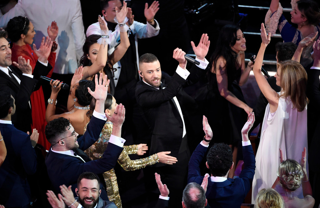 . Justin Timberlake, center, performs in the audience at the Oscars on Sunday, Feb. 26, 2017, at the Dolby Theatre in Los Angeles. (Photo by Chris Pizzello/Invision/AP)