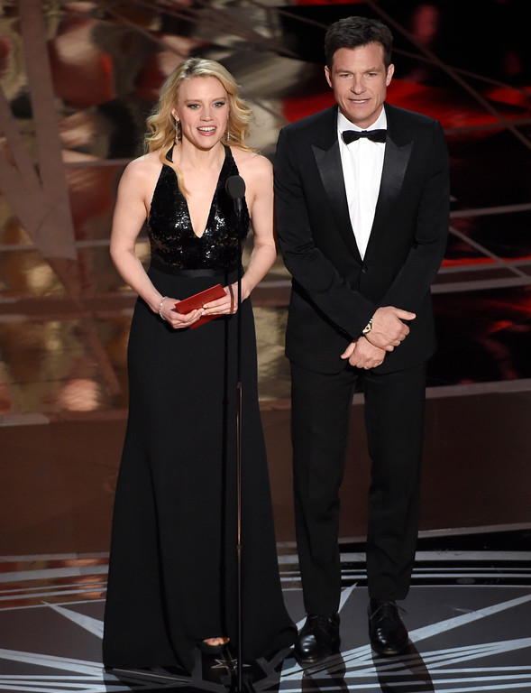 . Kate McKinnon, left, and Jason Bateman present the award for best makeup and hairstyling at the Oscars on Sunday, Feb. 26, 2017, at the Dolby Theatre in Los Angeles. (Photo by Chris Pizzello/Invision/AP)