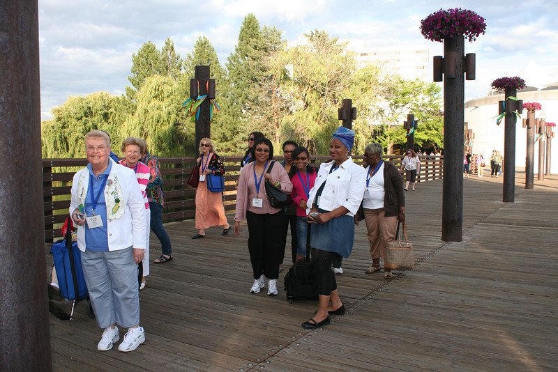 Participants head over the bridge to the opening reception in the park. EM