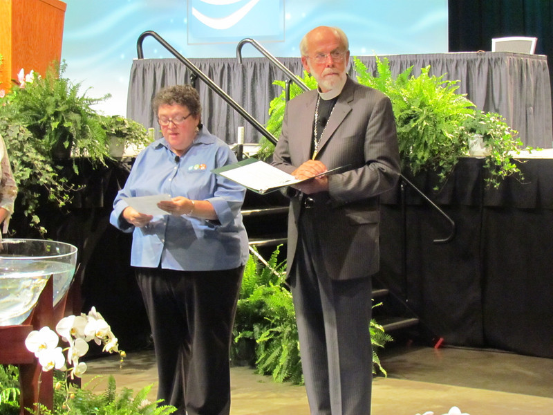 The Executive Director Linda Post Bushkofsky and Presiding Bishop Mark Hanson lead a brief worship at the convention's closing.