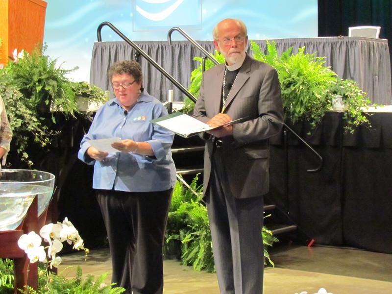 The Executive Director Linda Post Bushkofsky and Presiding Bishop Mark Hanson lead a brief worship at the convention's closing.