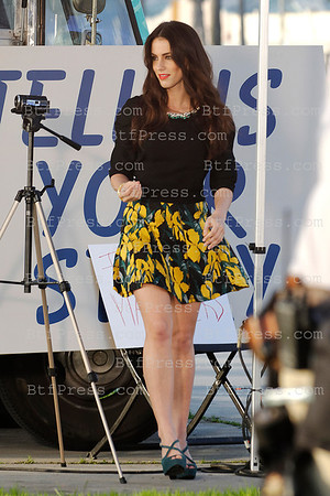 """Jessica Stroup,Jessica Lowndes,Shenae Grimes during the set of the Serie """"90210"""" in Venice,California"""