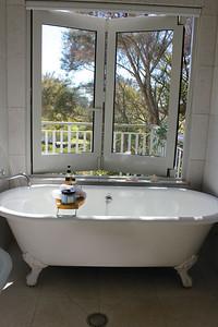 Estuary Suite Bathtub