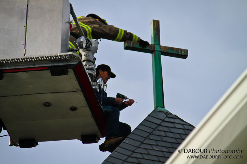 Phil Carlton give A&J Construction a hand and a lift in fixing the cross