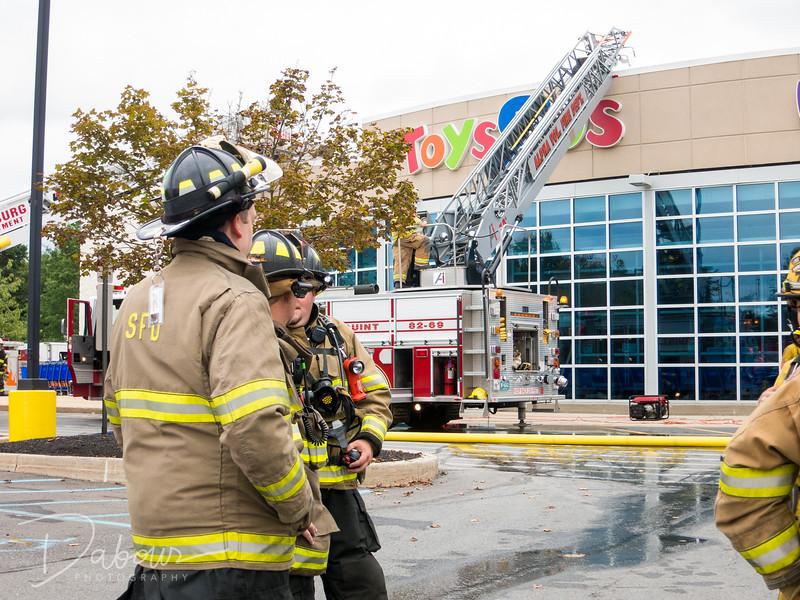 20170918 Toysrus Fire Dabour