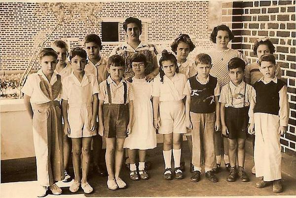 Andrada - Anos 40s? principio de 50s? Anita Bastos, Milena Laranjeira e ....? com a professora ??