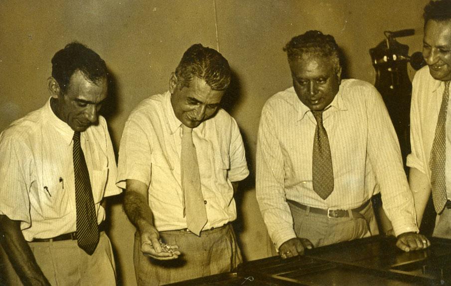 6 de Janeiro de 1952 -  Engº Sucena é o da esq.. Os outros devem ser estrangeiros em visita.