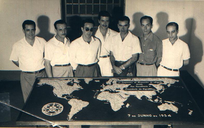 Madureira,  Sousa Machado, Ernesto Morais, Mário Sousa, Francisco Paulos, ?, Ferreira da Silva Este mapa foi feito de propósito ( todo em diamantes), para a visita do Presidente Craveiro Lopes em Junho de 1954