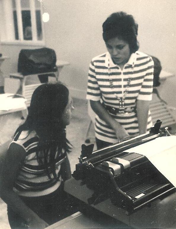 1973 Teresa Caetano e Elisa Pereira Santos na mecanografia