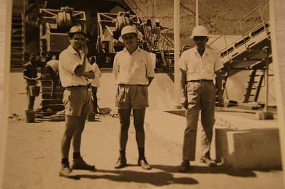 José T Salvado ( centro)