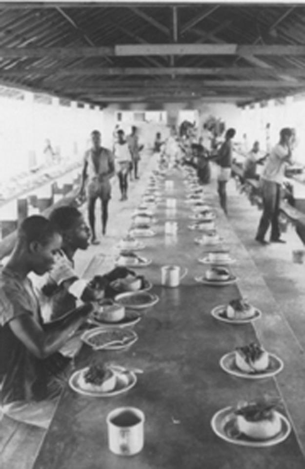 Almoço na mina do Luaco.