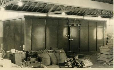 Câmara Frigorífica - construída localmente na Fábrica de Descasque de Arroz , em Andrada.