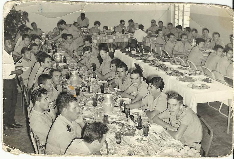 Almoço na Cacanda Familia Patuleia e Levi ( ao fundo),  Pinheiro ( lado direito)