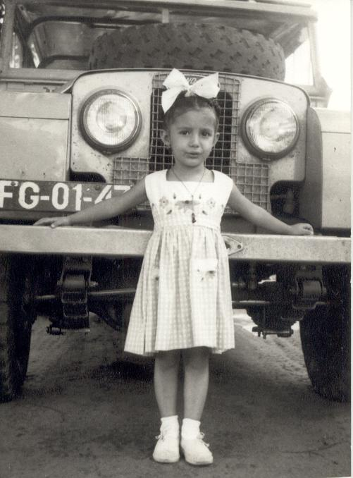 Dezembro 1958,  Ana Maria Garrido e um Land Rover