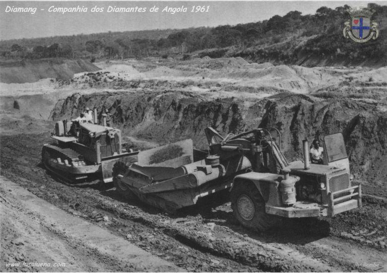 Motor scrapers, auxiliada por um Bulldozer