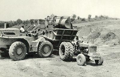 Maquinas de meio porte utilizadas na deslocação de terra.