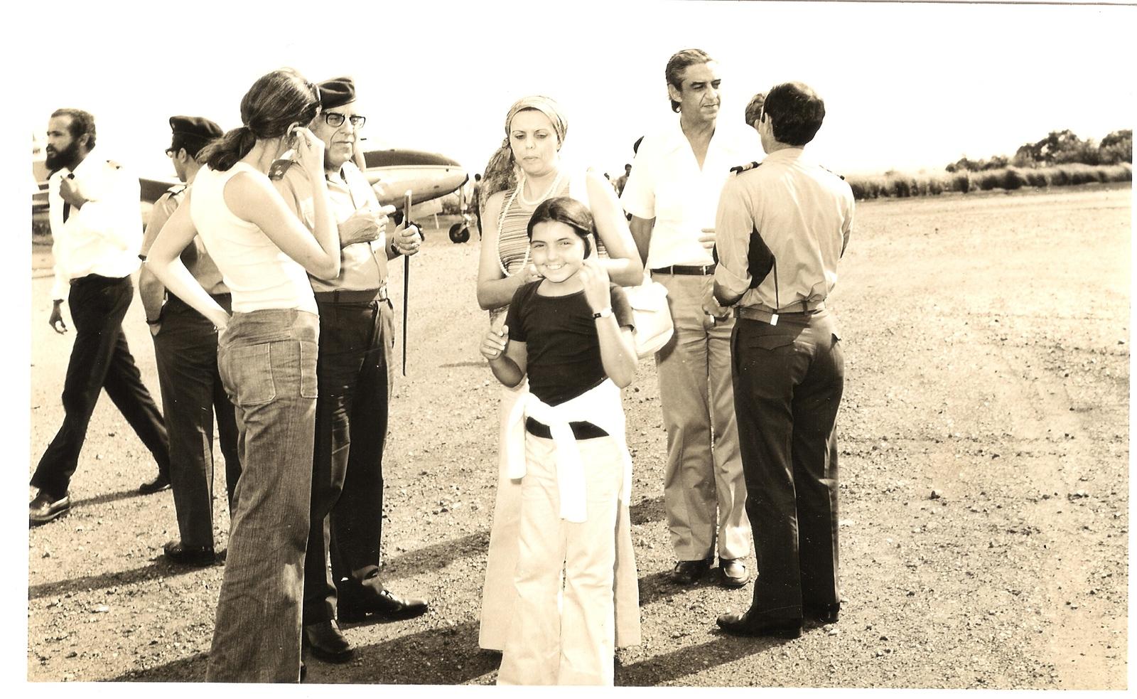 Aeroporto do Chitato - General, Cenoura, casal Viegas e Leonor Mello-Breyner