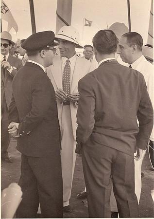 Dr. Mario Almeida Santos,  eng. Sucéna (com ar bem disposto)! O Presidente da República, estava de partida- tinha corrido muito bem a visita! Chitato, 1954.