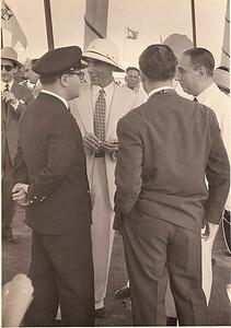 Dr. Mario Almeida Santos,  eng. Sucéna (com ar bem disposto)! O Presidente da República, estava de partida- tinha corrido muito bem a visita! Chitato, 1953.