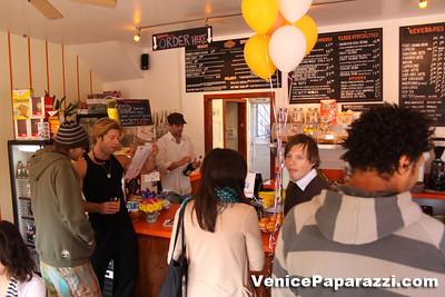 03 15 09  Flake's One Year Anniversary  512 Rose Ave   Venice, Ca www veniceflake com  31 0396 2333 (15)