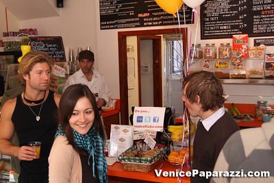 03 15 09  Flake's One Year Anniversary  512 Rose Ave   Venice, Ca www veniceflake com  31 0396 2333 (16)