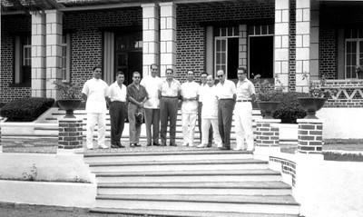 Setembro 1962,Hospital de  Andrada, Dr. Jorge Monteiro, ...?...? Dr. Joao Novo, Dr. Santos David, ...?.Dr. David Bernardino, Dr. Pinto Sousa, Dr. Rocha Afonso, e...?