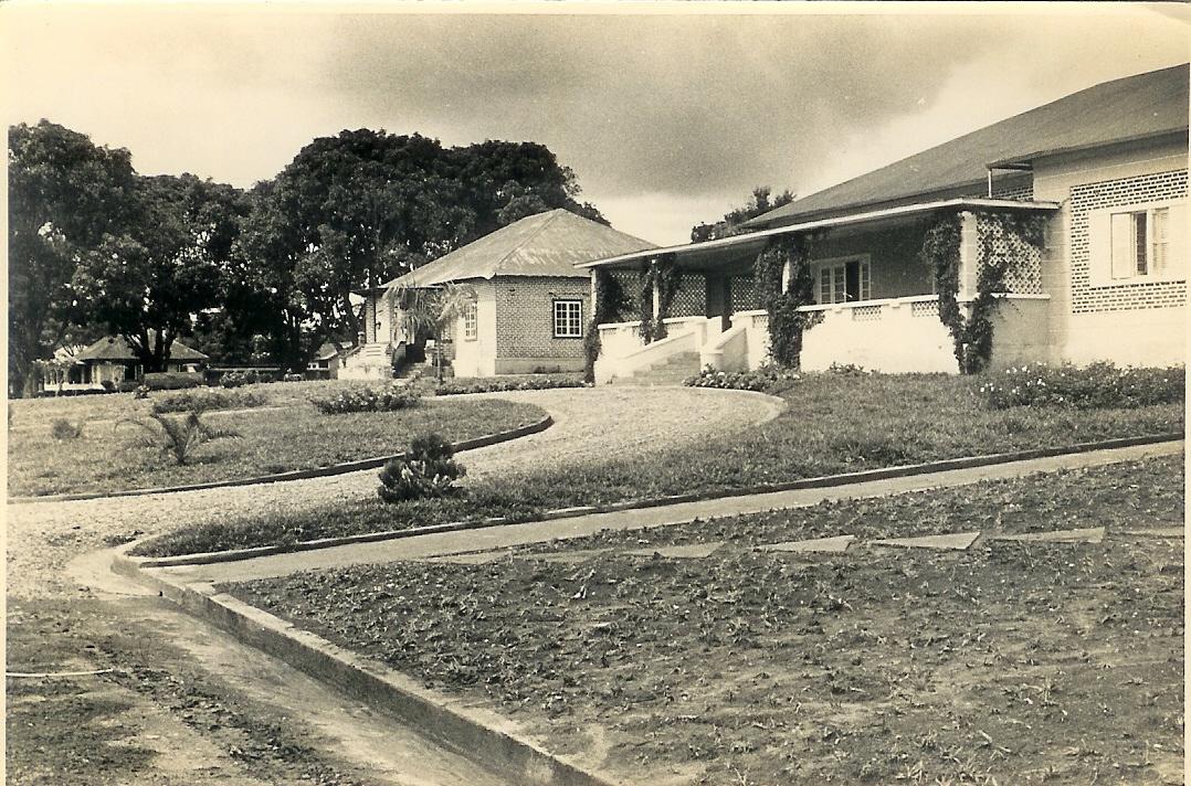 Andrada -Rua 3 - Casa das visitas em frente a' casa do Pessoal e ao lado do Liceu. K- 8 (escola Primária) K-5 e K-141