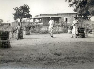 JUL56, Enfº Garrido e família, Andrada ( ao lado do hospital? Catangula?)