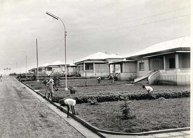 Andrada Nova- jardins e casas Ao fundo o arco dos Jogos Olimpicos Kapas: 229;230; 231; 232; 233