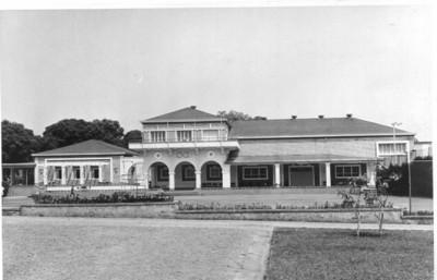 Casa do Pessoal Dundo, fachada principal