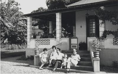 Kapa em frente à SAVM M.Eduarda Seixas, Silvina Oliveira,Joaquim Oliveira, João Eduardo e Teixeira (sargento)
