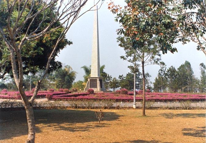 Obelisco florido