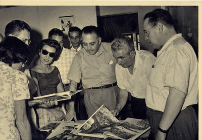1960 - Prof Drs Paulo Cunha e Flavio Resende no Museu do Dundo 1960 com Dr. Santos David e Maria Joao Santos David.