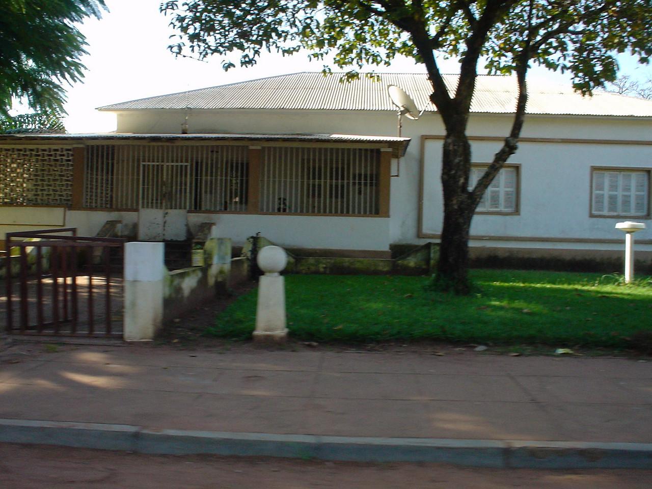 Dundo - k 393 - Ex-casa do Canhao Veloso - rua das Escolas da Missao