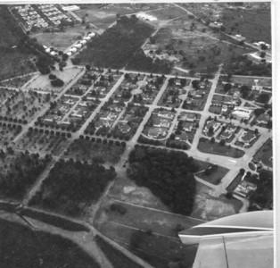 Dundo 1964 - Área mais nova do Dundo com a zona dos macacos e Museu, perto da asa do avião.