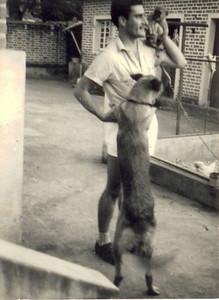 Firmino com cão e a macaca ao ombro !!!