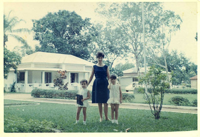 Cassanguidi Familia Simoes: Emilia e filhas Helena e Fernanda