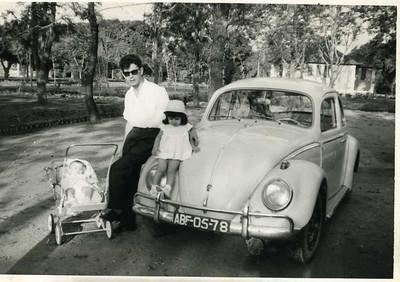Cassanguidi - Enf. Manuel Oliveira Simões e filhas Helena e Fernanda Simões VW - carro muito usado pela Diamang dentro dos lupangos