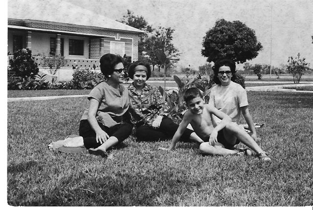 Cassanguidi: Adelina Pina, Né Josefa, esposa de Casales e filho