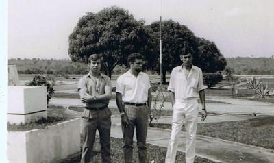 Cafunfo, 1970,  Antonio Nascimento (ao centro),  e dois amigos do corpo de milicias 1970- 73