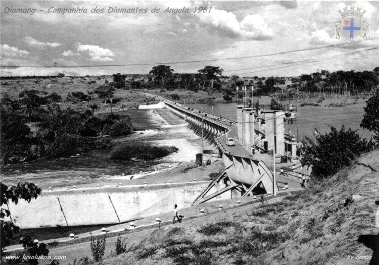 Aproveitamento hidroeléctrico do Luachimo. Vista geral da ponte sobre a barragem