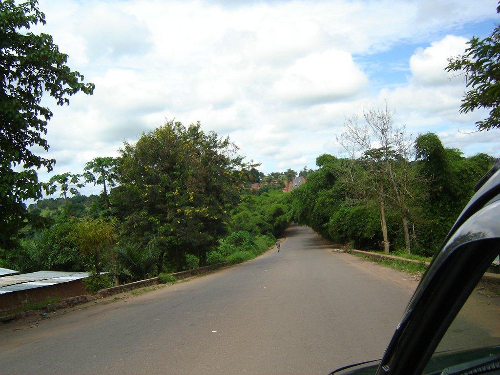 Estrada do Chitato!Ao fundo, começa-se a subir para o Camatundo.