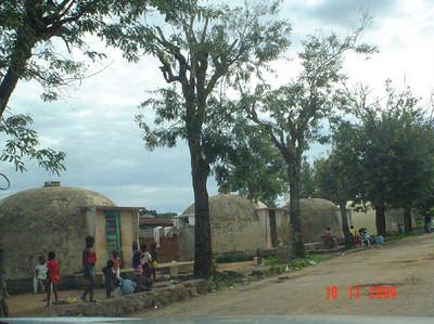 Dundo - casas igloos perto da barragem ( kapas 63 - 68)