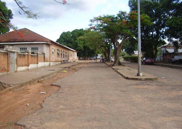 Dundo- rua do hospital