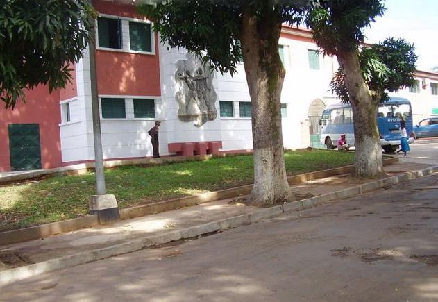 Dundo - casa do pessoal ( foto 2009)