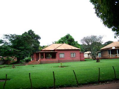 Nzagi- casas e jardins