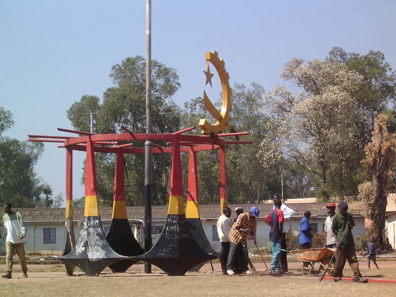 Lucapa - Rotunda dos bacalhaus