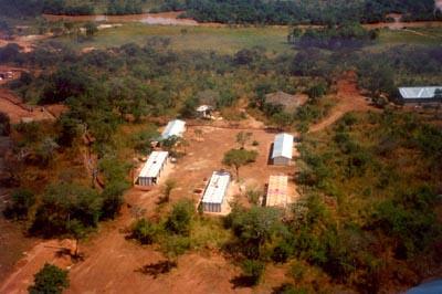 Habitacoes no Luo Outubro 1998