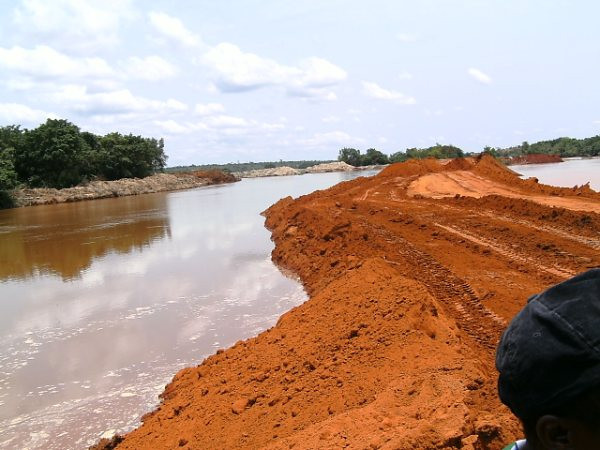 desvio do rio Luembe,na área do MD-5,